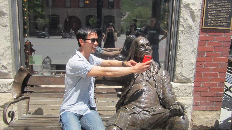 Felix Wong, Benjamin Franklin, red Nokia Lumia 820