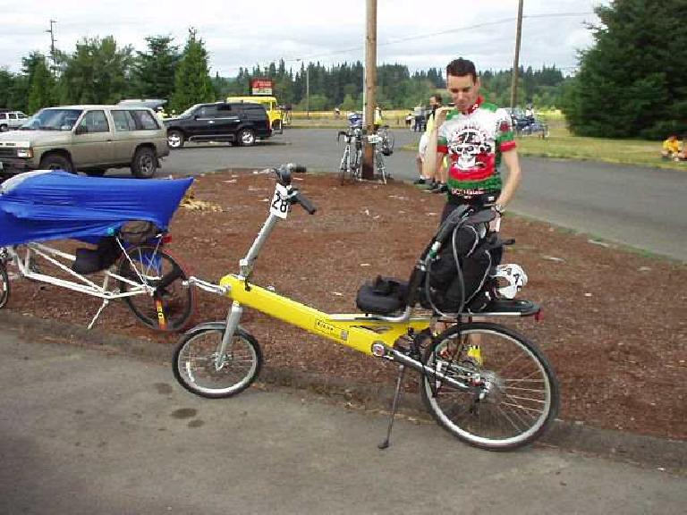 [Day 2, Mile 146, 9:00am] It's a small world!  At the food stop I ran into Zach Kaplan, a fellow recumbent rider whom I met 3 years ago in Alameda when I bought some tires from him.  I last saw him in 2000 in Death Valley; now in 2003, somewhere in the state of Washington!  Here he is with a new, high-tech-but-heavy (50 lbs!) Bibha recumbent. (July 13, 2003)
