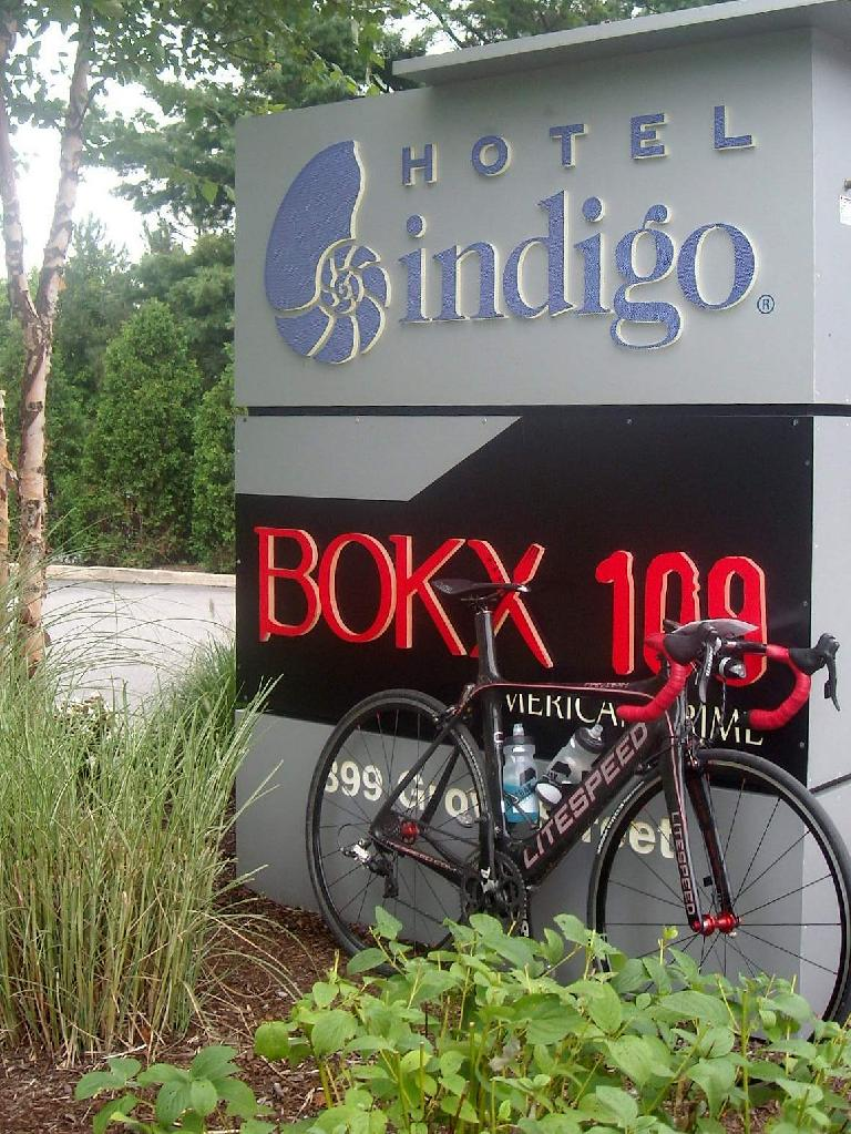 black 2010 Litespeed Archon C2, Hotel Indigo sign
