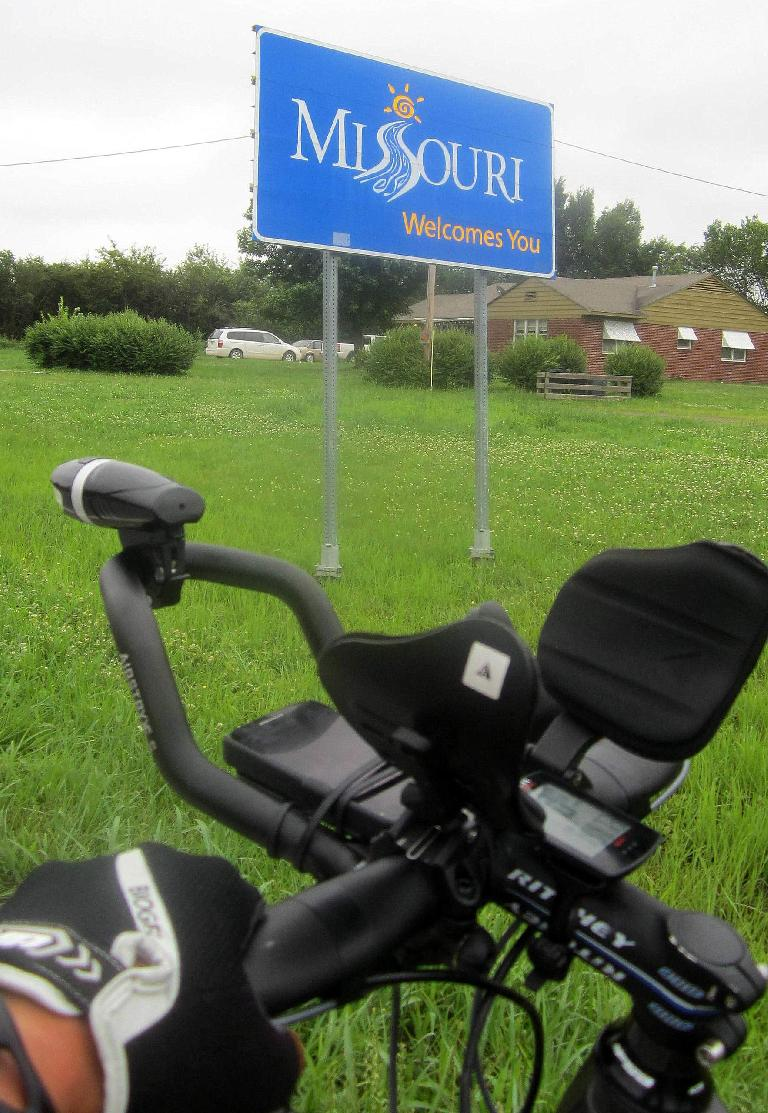 black Profile aerobars, Missouri Welcomes You sign