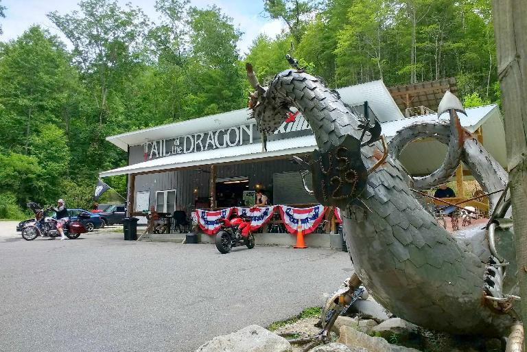 The killboy.com Tail of the Dragon building and dragon across the highway from Deals Gap.