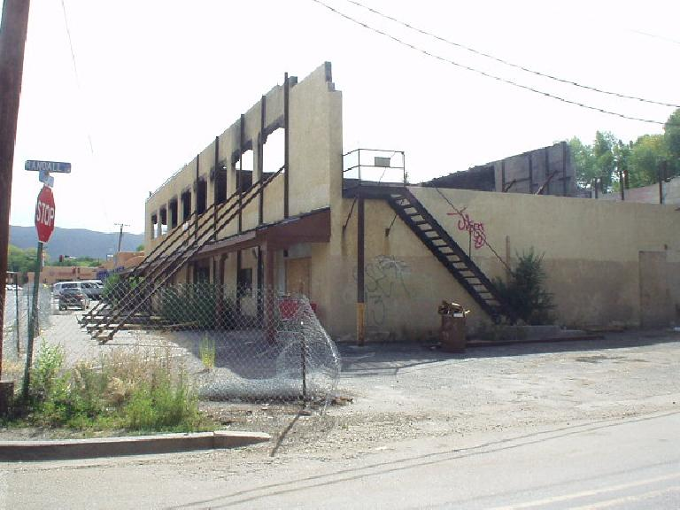 Taos was not a bad place, but there were so many pockets of junk!  Witness this building...