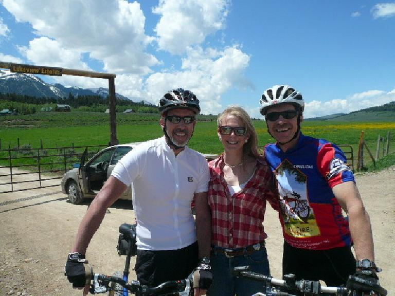 Day 10: Rich and I rode a little bit together to where he lived in this beautiful part of Idaho.  Here he is with his brother-in-law Todd and Todd's lovely daughter Chelsea.