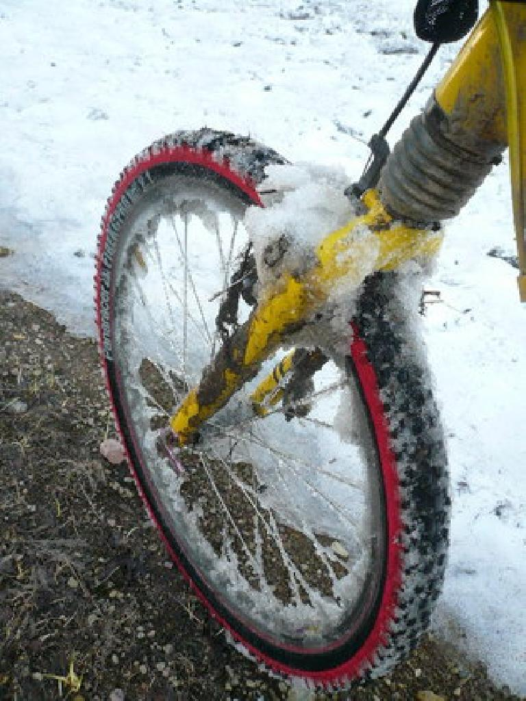 [Days 3, 4, 5, 13, 16] Snow collected on the tires causing additional resistance, but at least it was much better than mud! (June 15, 2008)
