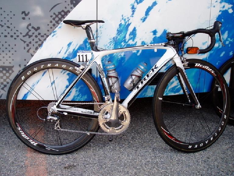 "Alberto Contador's Trek Madone 5.2 for the 2007 Tour de France - the first winning TdF bike with ""compact"" geometry (sloping top tube). Photo: Gizmodo."