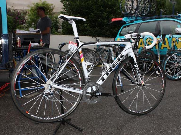 Alberto Contador's Trek Madone 6-series in the 2009 Tour de France.  It was the last year he rode a Trek. Photo: Bike Radar.