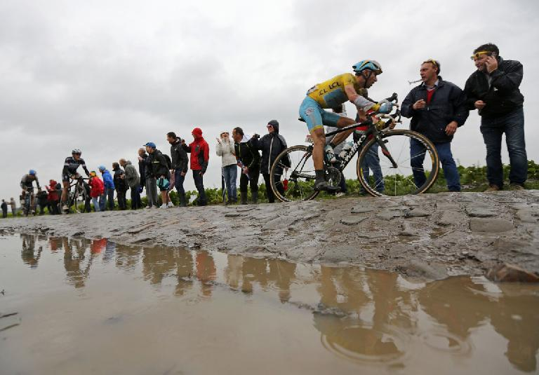 Vincenzo Nibali on a Specialized Roubaix during the cobble-stoned fifth stage of the 2014 Tour de France. Photo: Jean-Paul Pelissier/Reuters. (July 9, 2014)