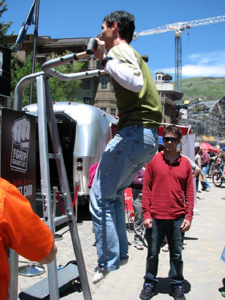 Felix Wong doing the GNC pull-up challenge. Photo: Tori.