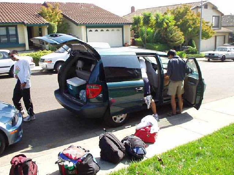 1:08 p.m.: Van #2 getting all packed at Tom's house in Castro Valley.  Meanwhile, in Calistoga, Herb from Van #1 had just started running the 199-mile race for us 8 minutes ago!