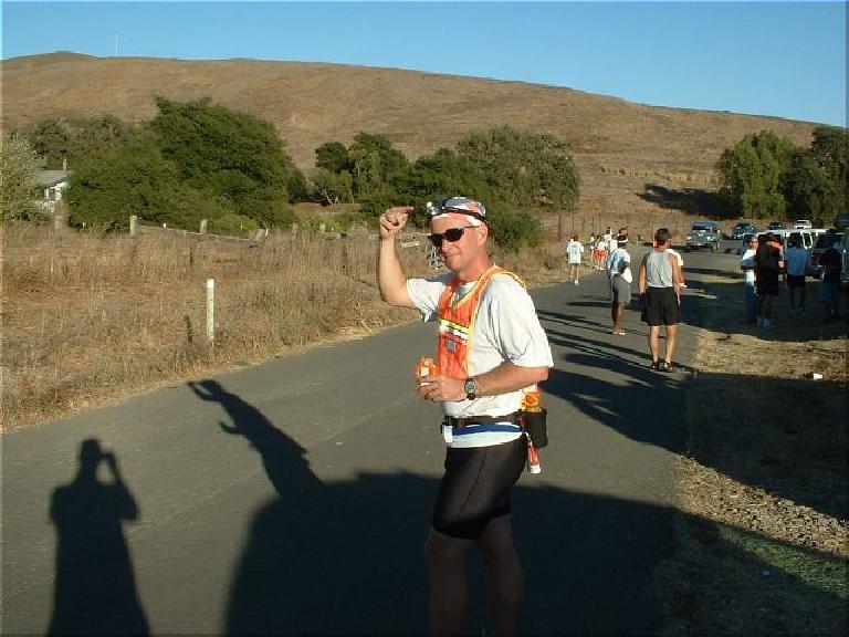 [Mile 37.6, 5:05 elapsed, 5:25 p.m.]Before Tom's first leg, Tom gives an inspired salute. Photo: Tom Erceg. (October 12, 2003)