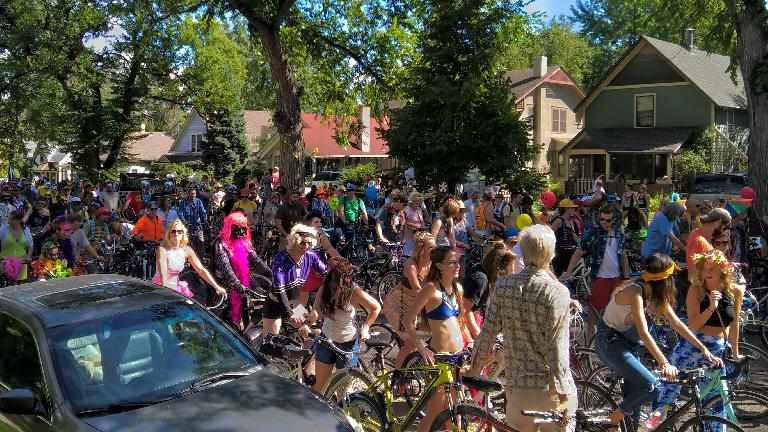 Large crowds along Sherwood St. at the 2016 Tour de Fat.