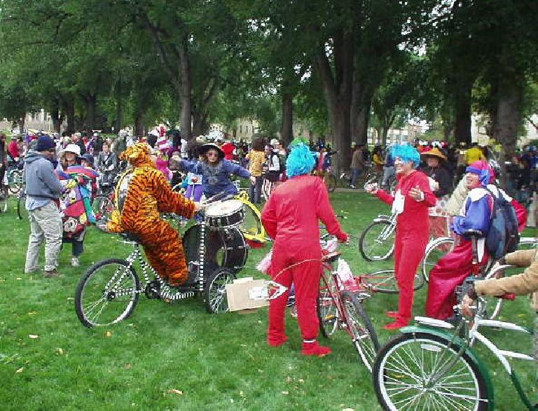 We stopped at the CSU oval, where a tiger was playing the drums on his bike.