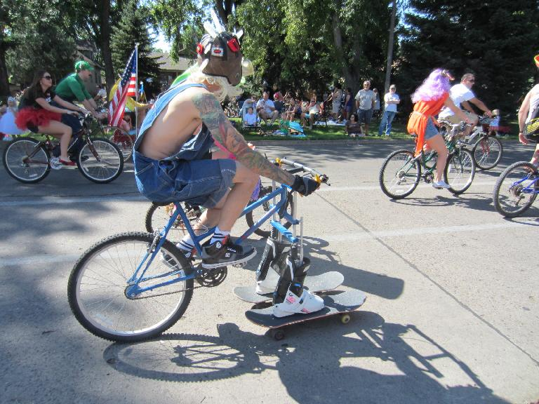 Skateboard cycle.