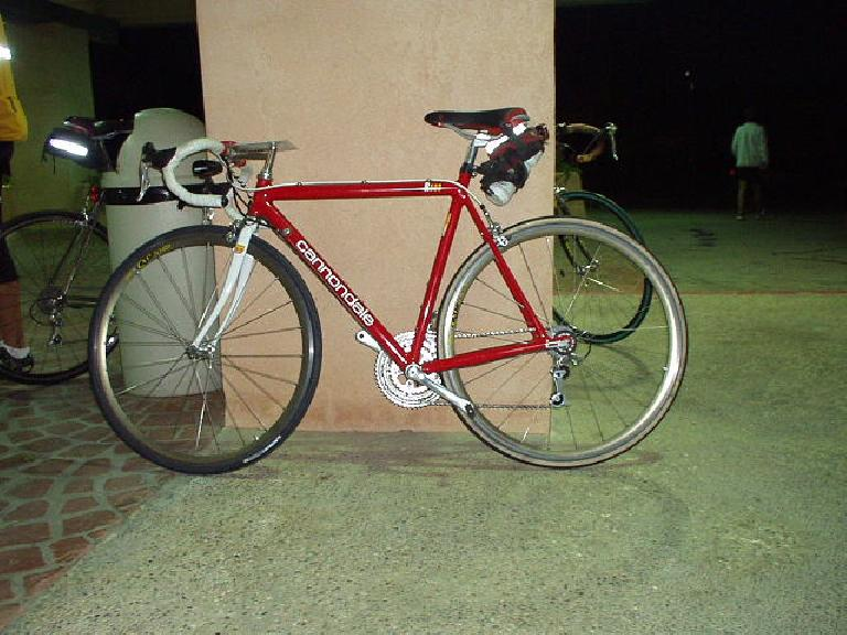 From 2000-2002 we experimented with some behind-the-seat water bottles, but would later revert back to white alloy downtube-mounted cages for better handling.  Here at the 2002 Heartbreak Double, we also experimented with Michelin Pro-Race tires (front), with good results. (September 1, 2002)