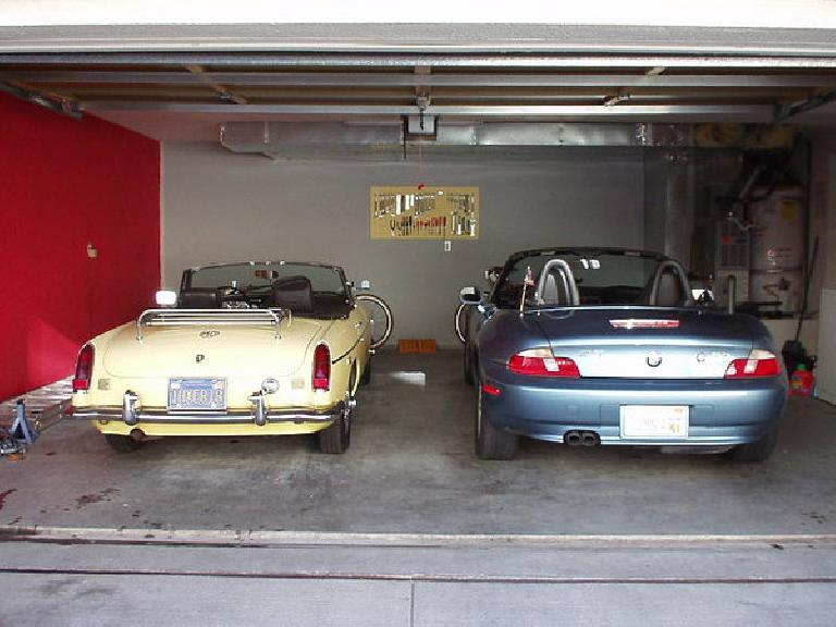 [February 1, 2003] From 2000-2003, Goldie shared the garage with Lina the Z3.  When I sold the Z3, Goldie was back as my daily driver for seven months until the arrival of the Alfa Romeo. (February 1, 2003)