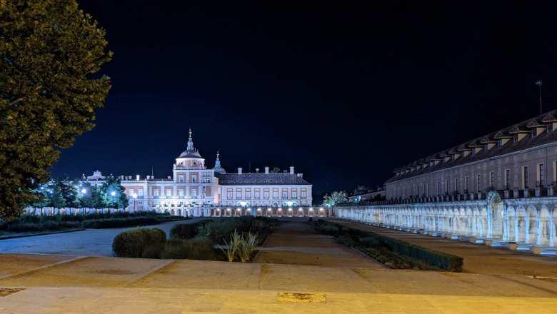 The Palacio Real de Aranjuez at night.