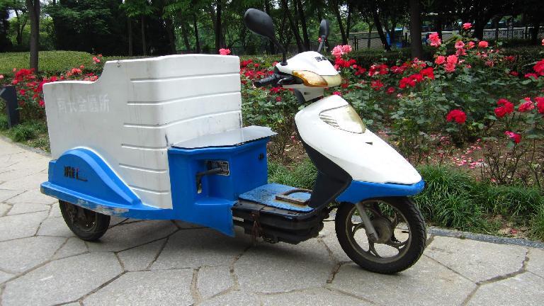 Three-wheeled maintenance vehicle at Lihu Park in Wuxi. (May 18, 2014)