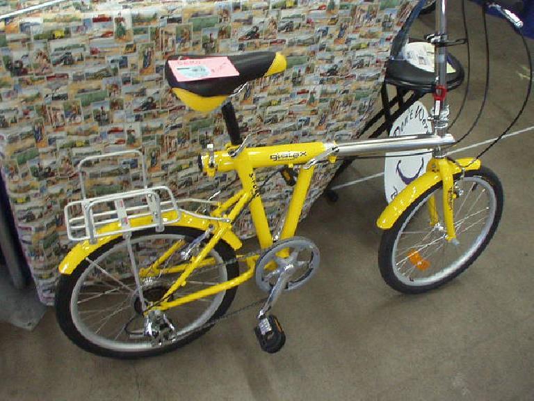A nifty folding bike, kind of like Downtube's.  Hmmm, maybe one of these would make a good Ultimate Commuter Bike 3.0.