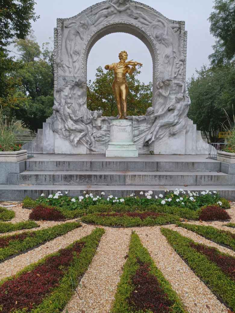 A bronze Johann Strauss statue at Stadtpark in Vienna.