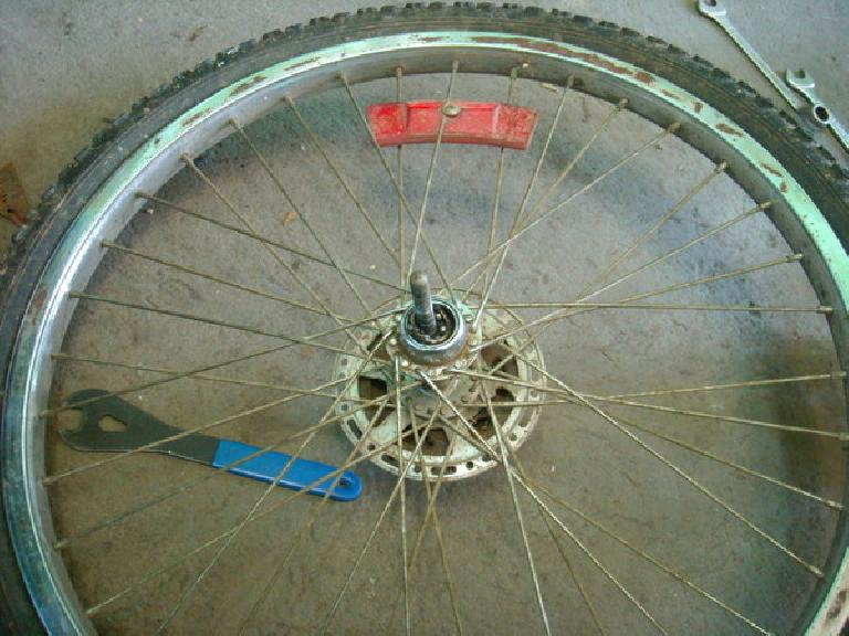 The bearings and cups were completely shot on this customer wheel. (December 29, 2010)