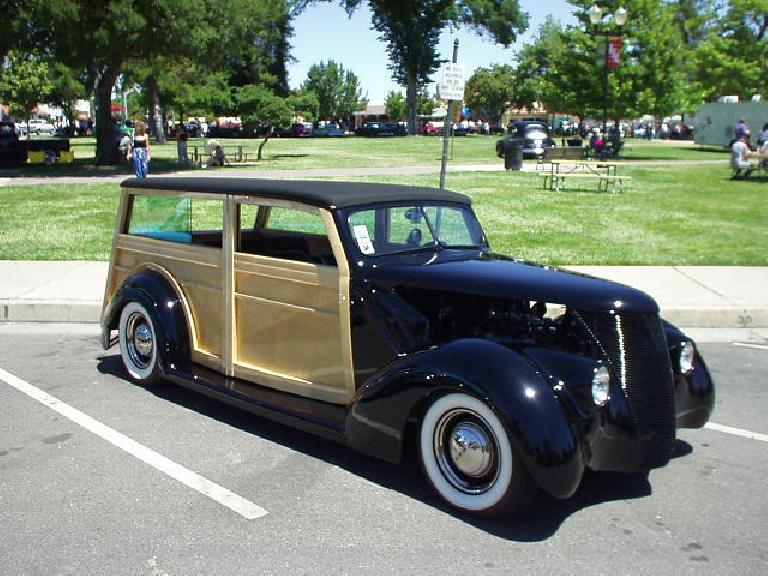 A very nice woodie wagon.