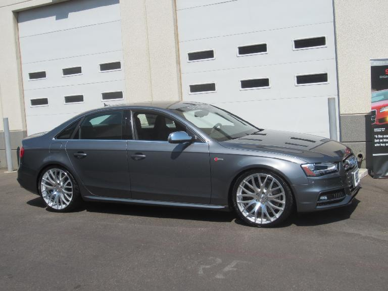 I think this is an Audi A4 (it may be an RS4).