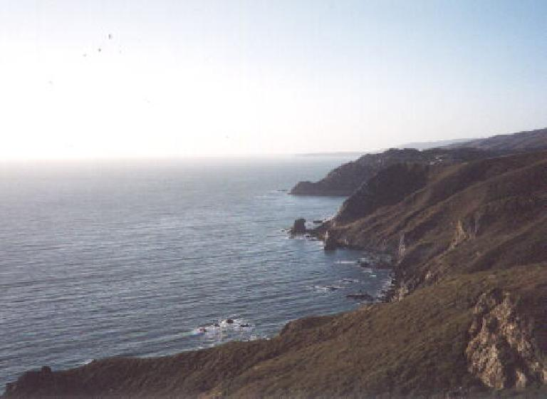 [After 17 Mile Drive, Sep 2001] Driving up along the coast to SF to Pier 39 and a House of ALM party. Photo: Sarah Toas. (September 22, 2001)