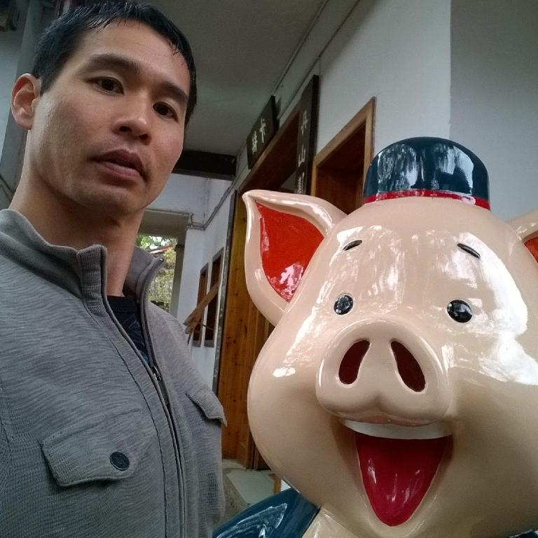 Felix and a pig near Mount Wuyi south of Wuyishan City.