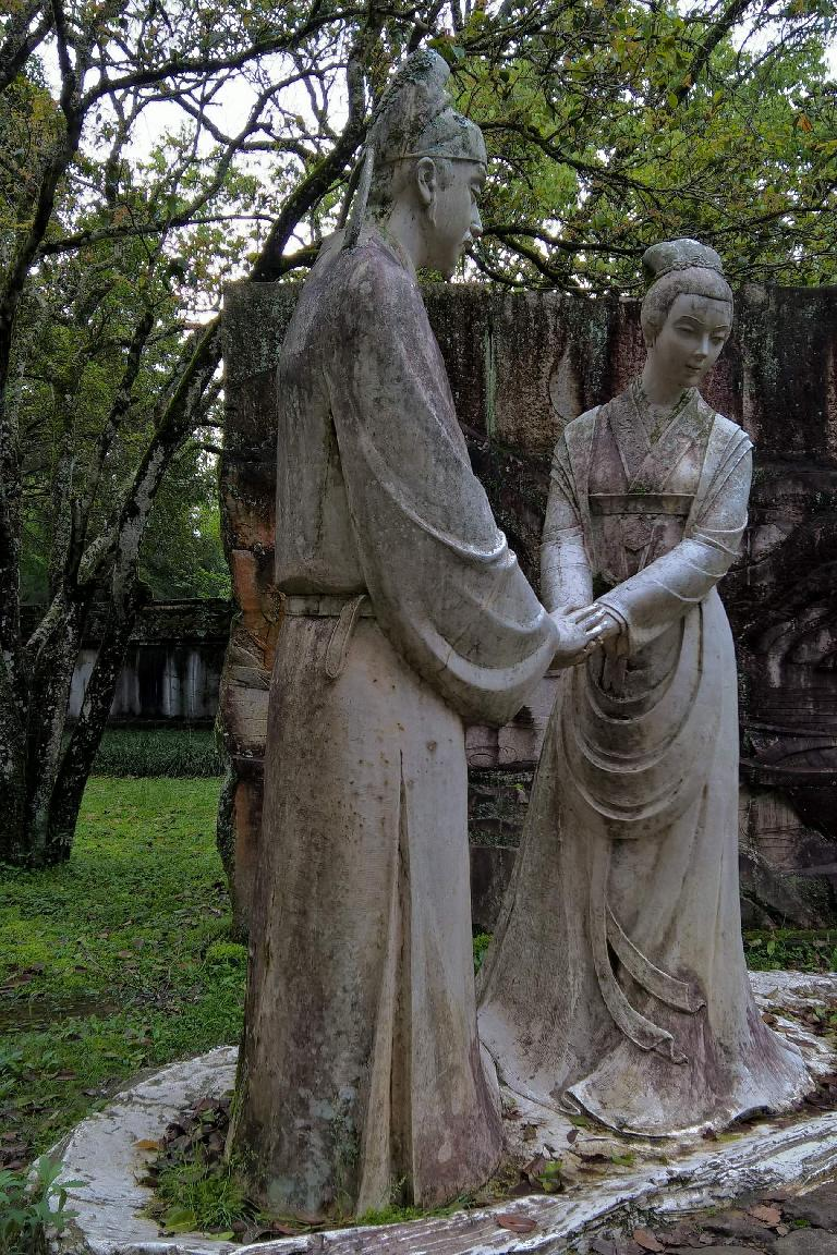 Statue of lovers near Mount Wuyi. (April 18, 2016)