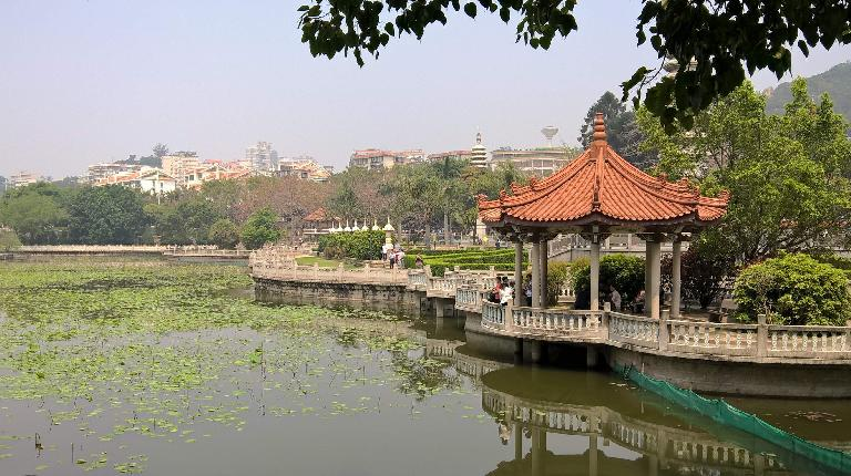 Pagoda by a pond near Xiamen University. (April 21, 2016)