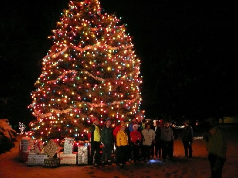 Fort Collins Running Club members by a lighted tree outside of Woodward Governor during December 2007 at night.