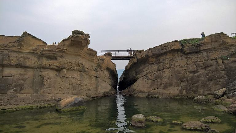 Another pedestrian bridge over a creek in Yehliu Geopark.