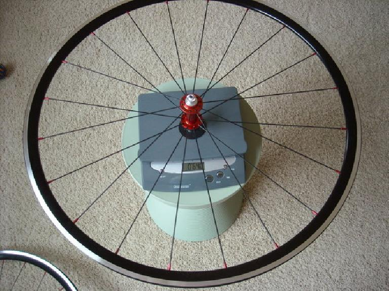 Front wheel: 640 grams (with rim tape; without skewers).